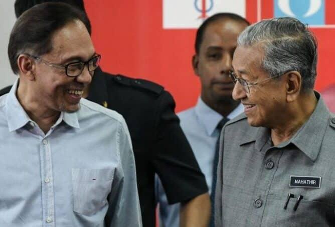Gempar !!! Tiba-tiba sahaja Mahathir kata dia mahu Anwar jadi PM