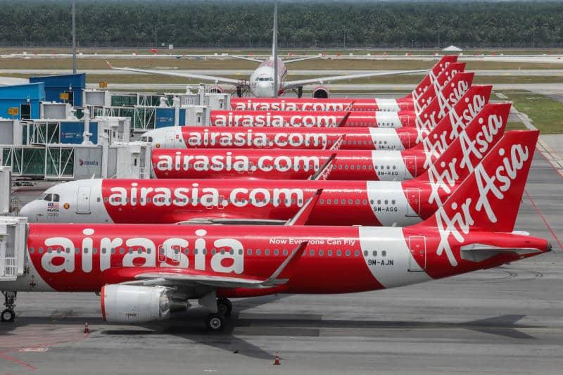 Walaupun penerbangan merosot,saham air asia naik 17%, apa berlaku?