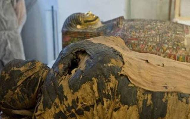 Gempar!!! Mumia Mesir selama ini disangka paderi lelaki, rupanya wanita hamil