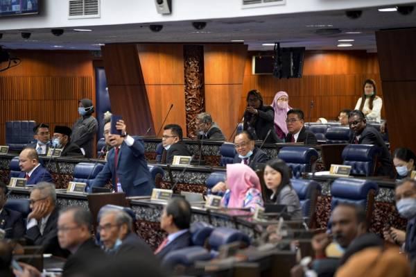 Ini senarai MP yang tidak hadir parlimen hari ini, positif Covid-19