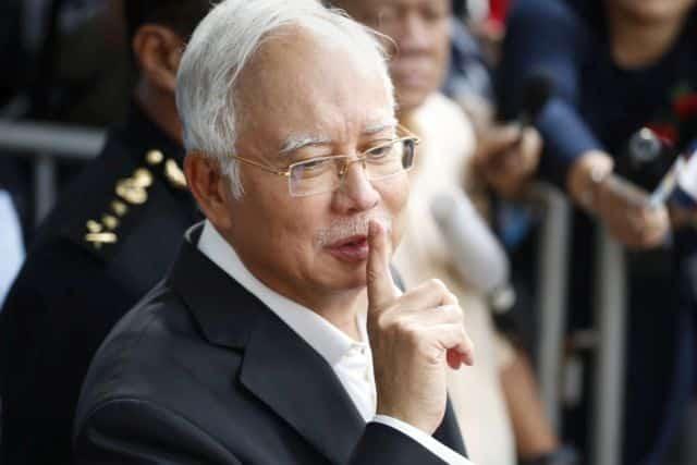 Bukit Aman siasat LHDN, Najib tersenyum